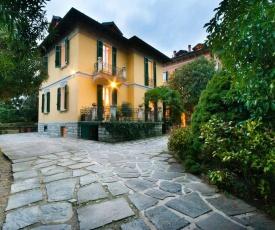 Private villa right by Villa d'Este