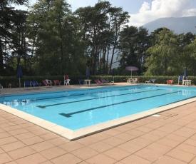 Appartamento sul lago con piscina