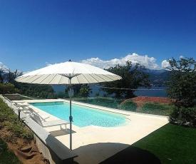 Laveno-Mombello Villa Sleeps 8 Pool WiFi